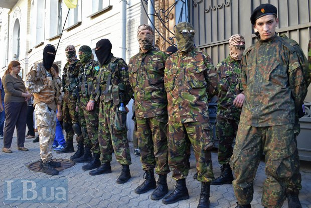 Добровольцы из «Днепра-1» пикетируют Администрацию Президента (ФОТО), фото-16
