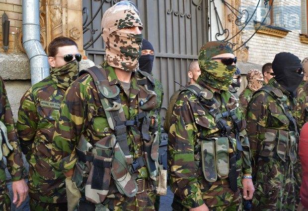 Добровольцы из «Днепра-1» пикетируют Администрацию Президента (ФОТО), фото-3