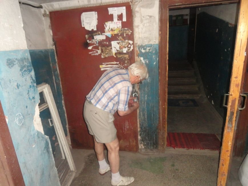Жители Мариуполя взяли в свои руки подготовку убежищ (ФОТО), фото-8