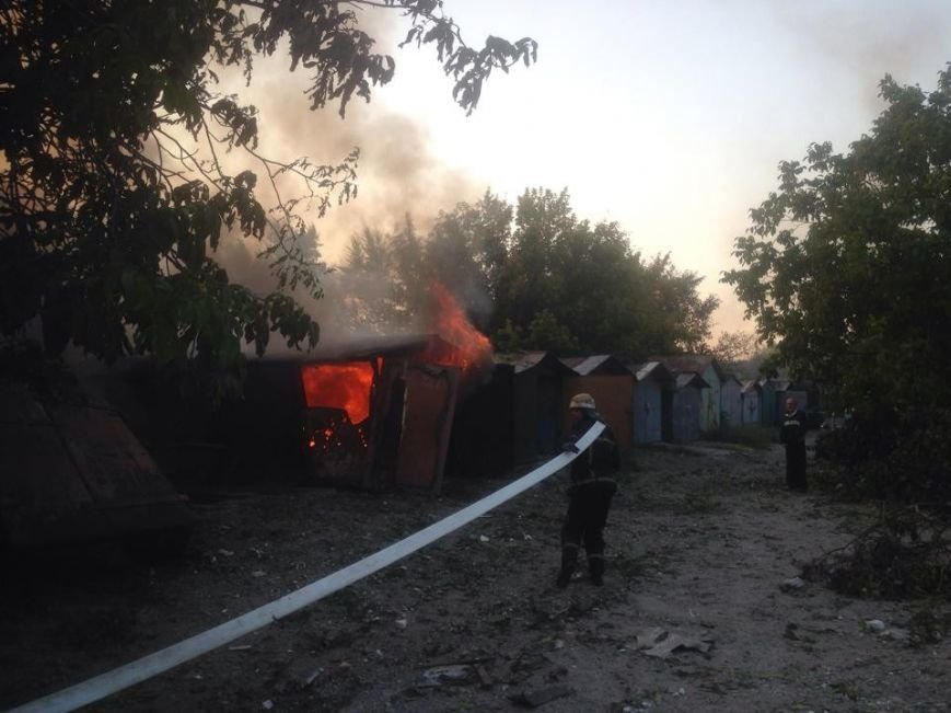 В результате артобстрела в Донецке погибла женщина, горят дома (ФОТО), фото-2