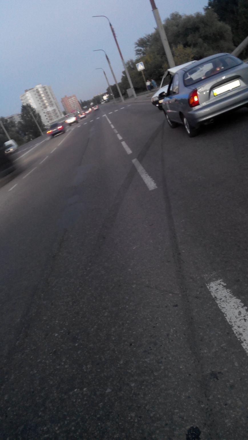 В Сумах  на ул. 20 лет Победы автомобиль снес столб. Водитель в больнице (ФОТО), фото-11