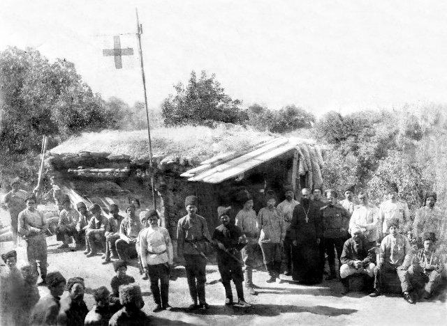 Околодок и перевязочный пункт 14 Кубанского пластунского батальона перед приемом больных...