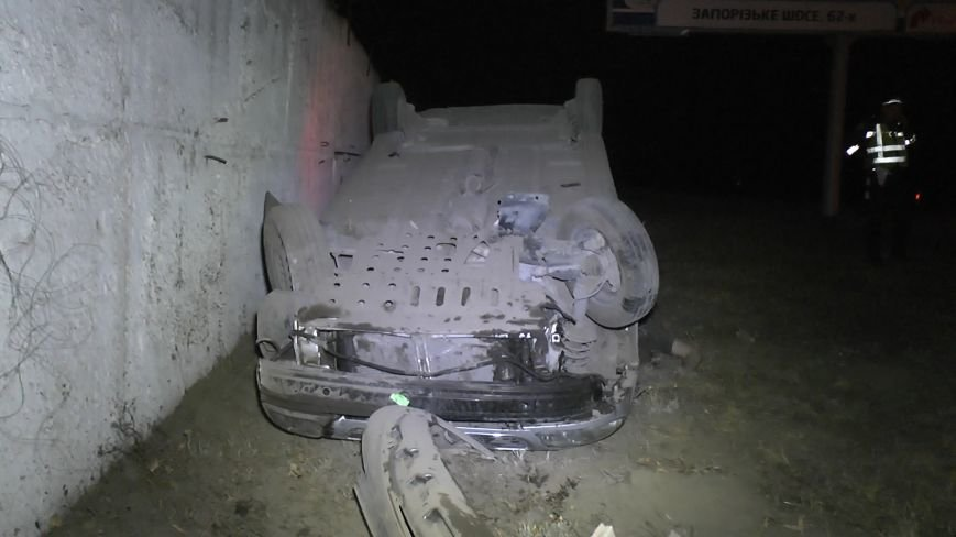 В Днепропетровске перевернулся автомобиль. Водитель погиб (ФОТО), фото-4