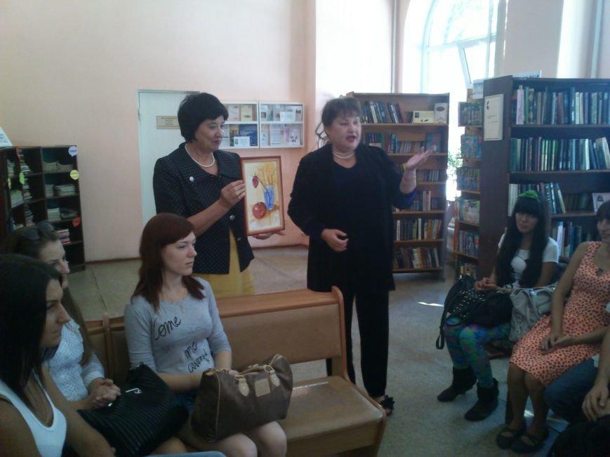 В центральной библиотеке Днепродзержинска прошла выставка работ Л.А Борщовой, фото-4