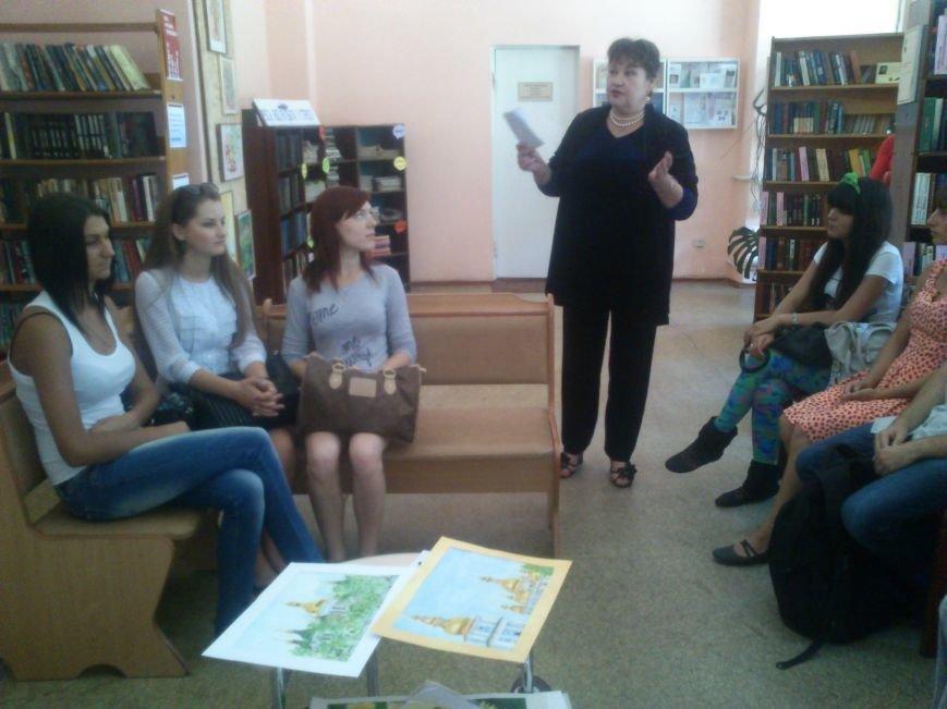 В центральной библиотеке Днепродзержинска прошла выставка работ Л.А Борщовой, фото-3