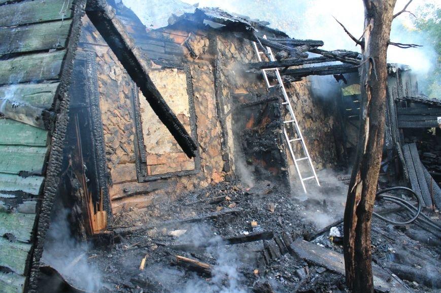 В Сумах на территории Центрального кладбища сгорел заброшенный дом (ФОТО), фото-3