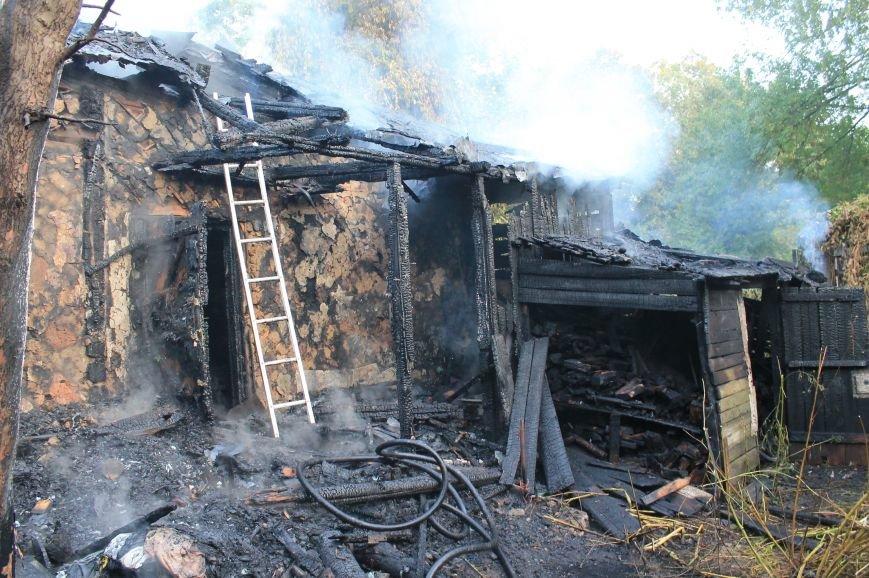 В Сумах на территории Центрального кладбища сгорел заброшенный дом (ФОТО), фото-4