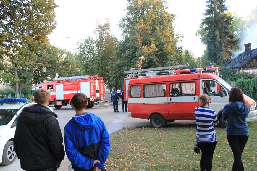 В Сумах на территории Центрального кладбища сгорел заброшенный дом (ФОТО), фото-1