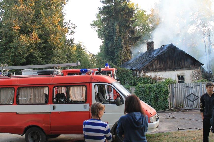 В Сумах на территории Центрального кладбища сгорел заброшенный дом (ФОТО), фото-2