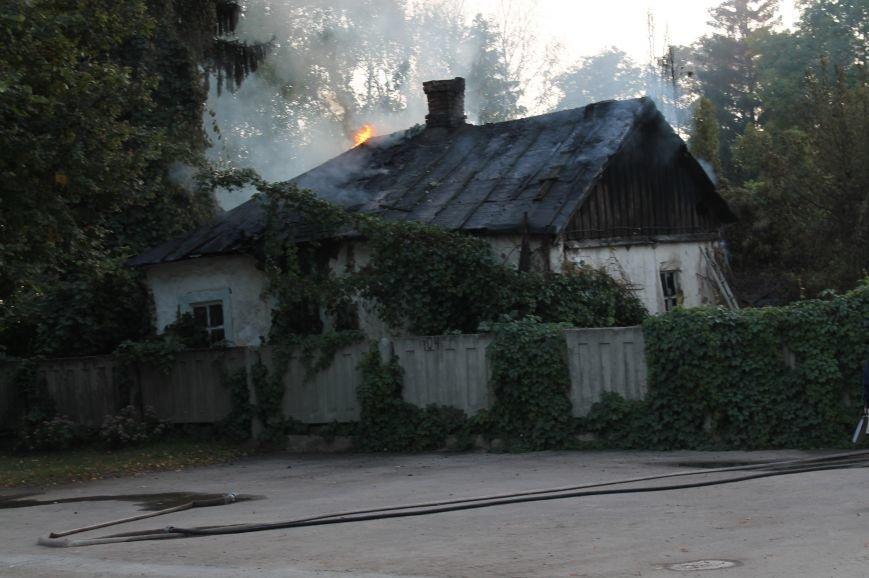В Сумах на территории Центрального кладбища сгорел заброшенный дом (ФОТО), фото-5