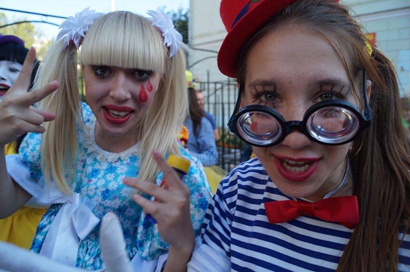 В Белгороде клоуны, танцовщицы, художники и поэты вышли на улицы, фото-6