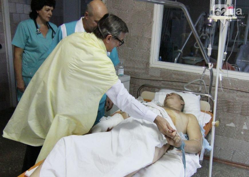 Губернатор Донецкой области, вместе с дочерью, проведал раненых украинских бойцов в Мариуполе (ФОТО+ВИДЕО), фото-5
