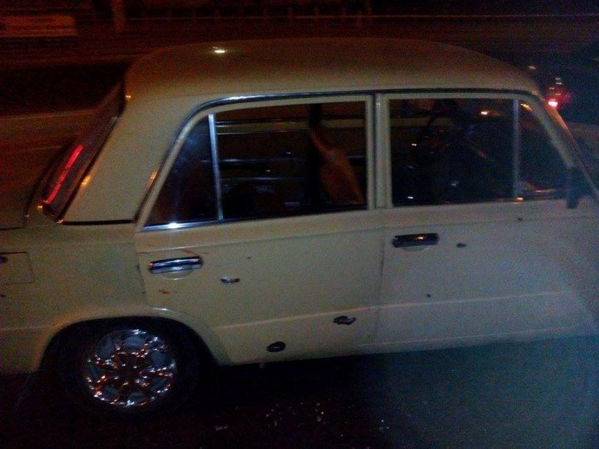 В Мариуполе в районе проходных Азовстали обнаружена растрелянная машина. Пострадали 5 человек (ФОТО), фото-2