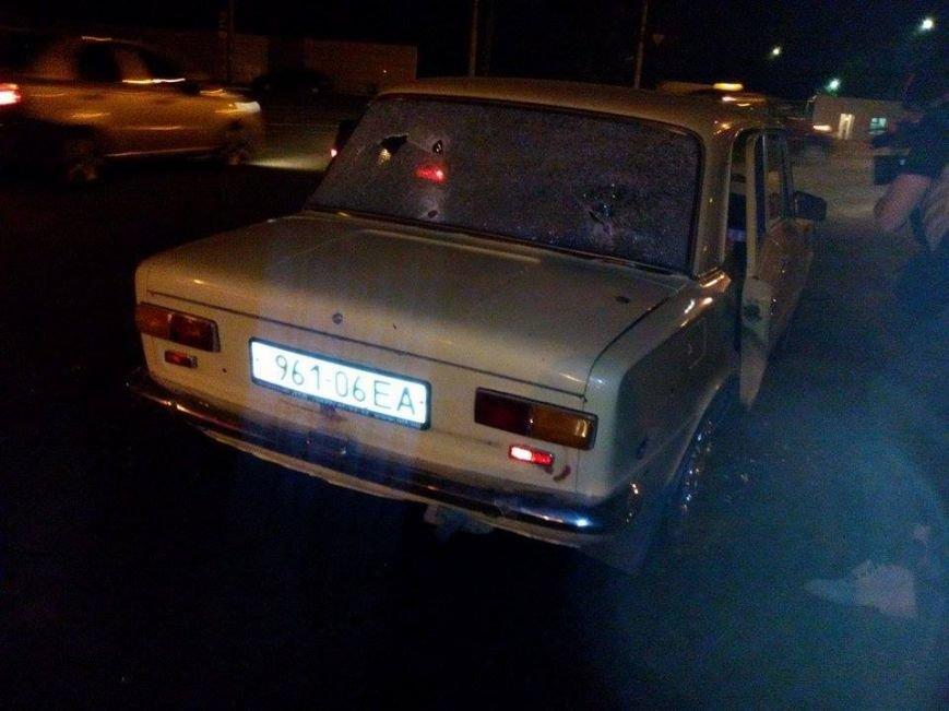 В Мариуполе в районе проходных Азовстали обнаружена растрелянная машина. Пострадали 5 человек (ФОТО), фото-3