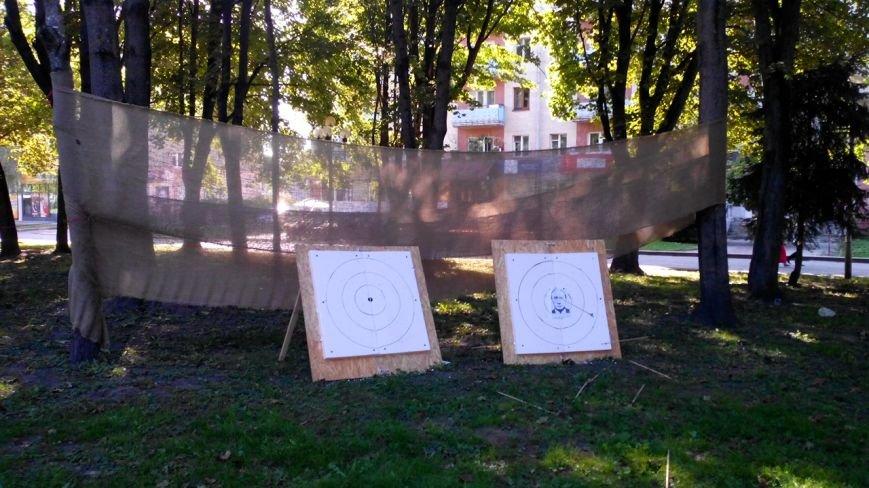 У центрі Рівного лучники стріляли у зображення Путіна (Фото), фото-11