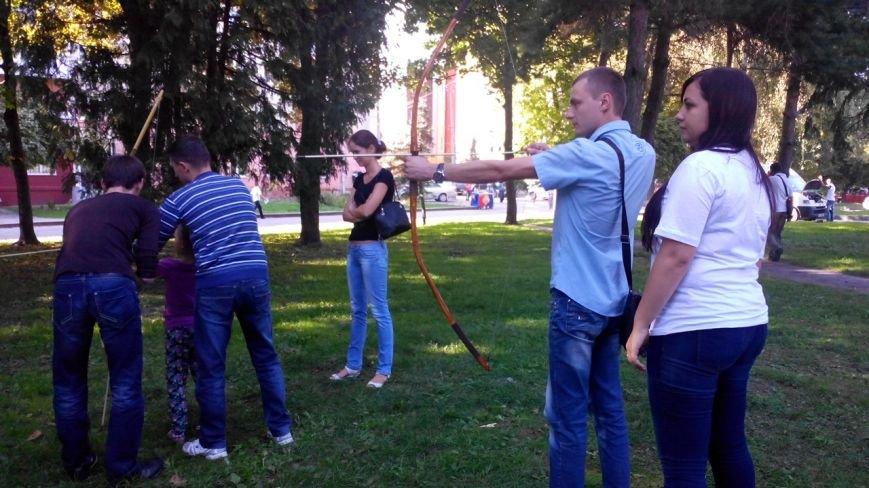 У центрі Рівного лучники стріляли у зображення Путіна (Фото), фото-12