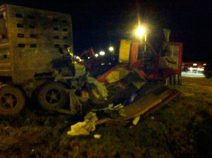 Под Белгородом в столкновении КАМАЗа и легковушки погибли два человека, фото-1