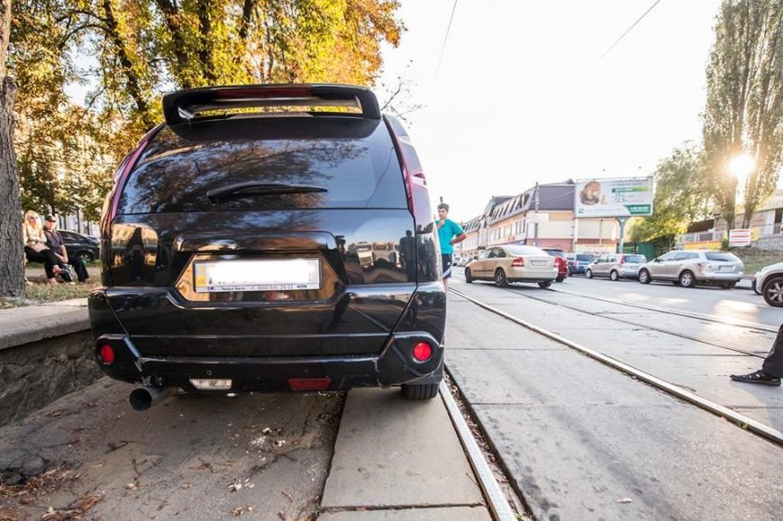 На Подоле около десяти трамваев стояли в пробке из-за припаркованных автомобилей (ФОТО), фото-4