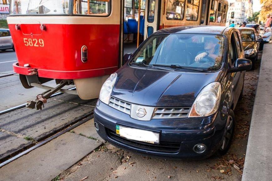 На Подоле около десяти трамваев стояли в пробке из-за припаркованных автомобилей (ФОТО), фото-1