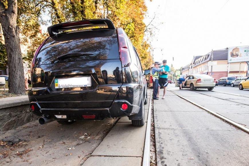 На Подоле около десяти трамваев стояли в пробке из-за припаркованных автомобилей (ФОТО), фото-5