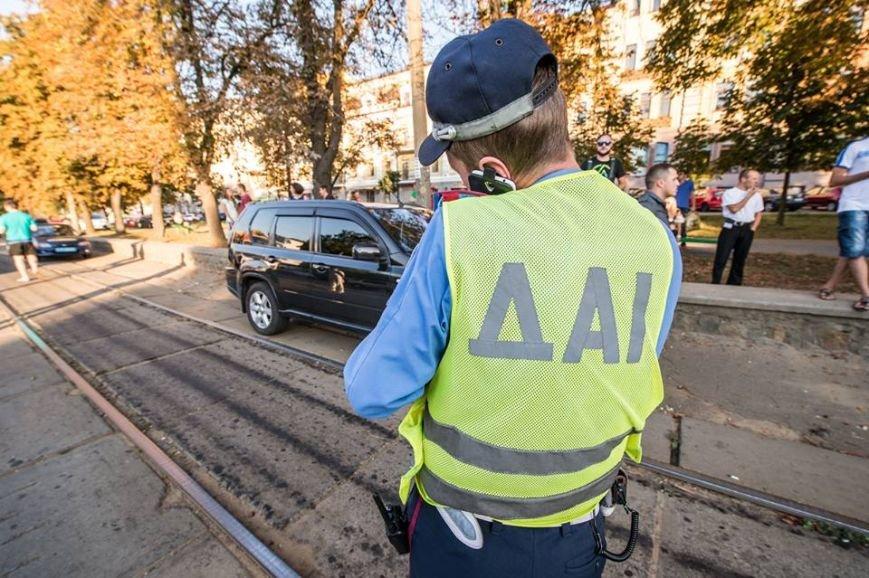 На Подоле около десяти трамваев стояли в пробке из-за припаркованных автомобилей (ФОТО), фото-9