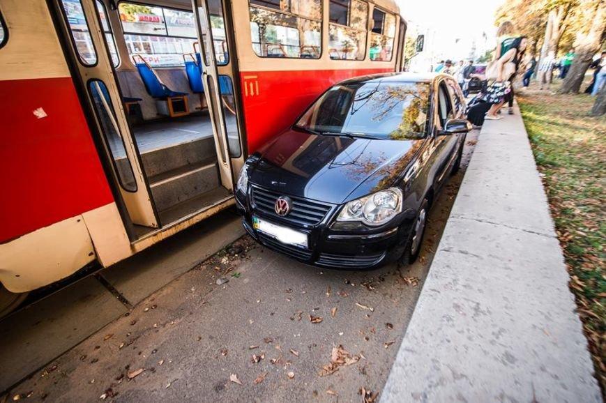 На Подоле около десяти трамваев стояли в пробке из-за припаркованных автомобилей (ФОТО), фото-2