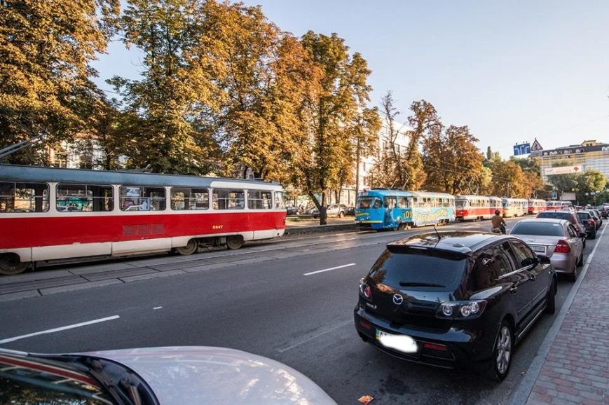 На Подоле около десяти трамваев стояли в пробке из-за припаркованных автомобилей (ФОТО), фото-11