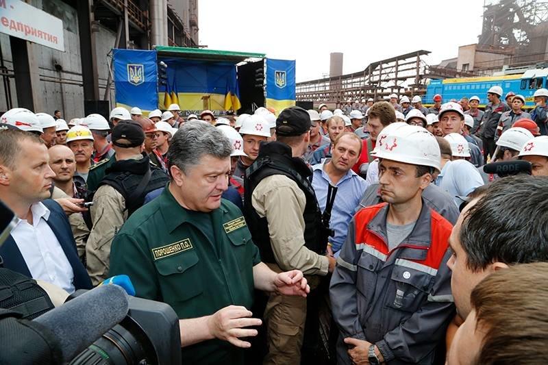 Петр Порошенко: Рабочие Мариуполя защитили мир и спокойствие в городе, фото-1