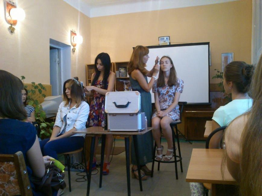 В библиотеке города Днепродзержинска провели день красоты, фото-4