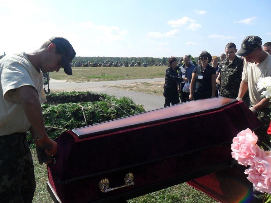 Черниговцы простились с погибшим в зоне АТО героем - Александром Шыком, фото-9