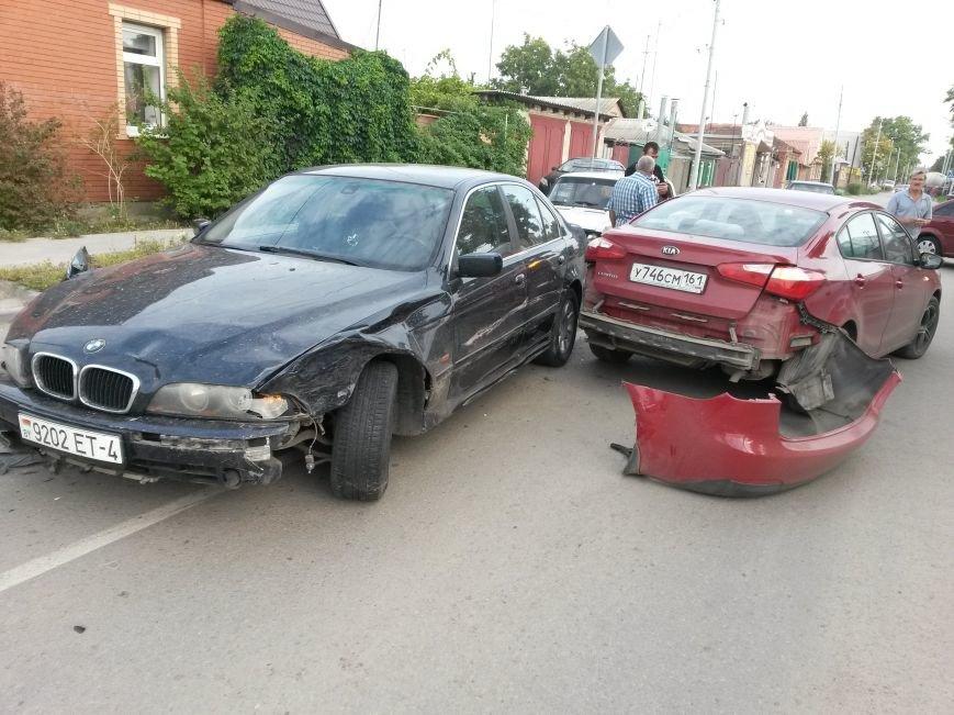 В Таганроге произошла авария, столкнулись 3 автомобиля, фото-3