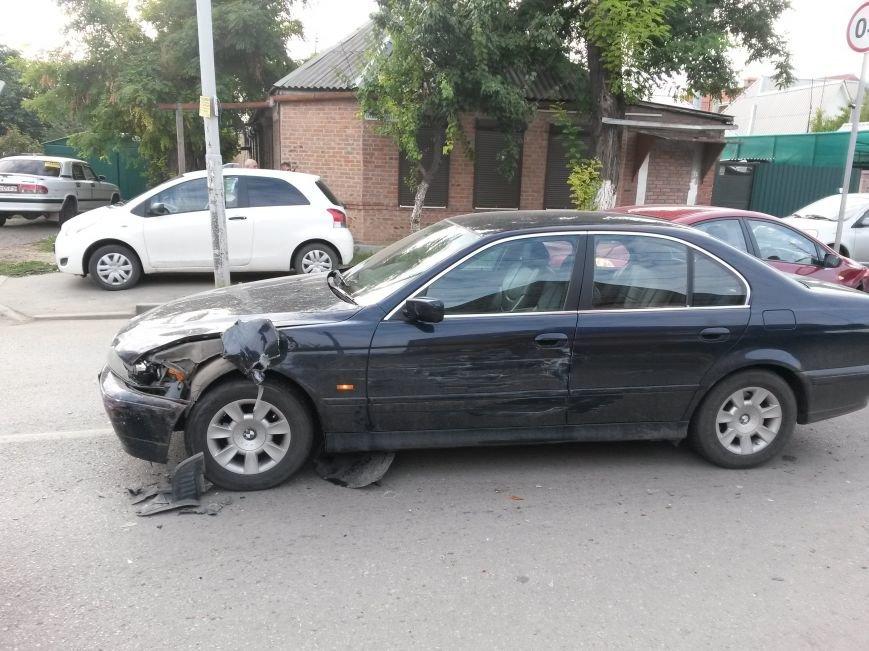 В Таганроге произошла авария, столкнулись 3 автомобиля, фото-2