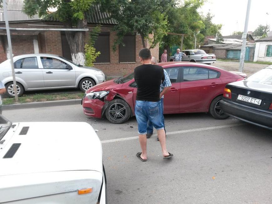 В Таганроге произошла авария, столкнулись 3 автомобиля, фото-4