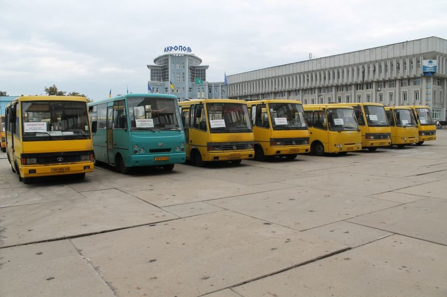 В Сумах перевозчики  опять бастуют: перед «Пентагоном» собралось до 20 маршруток (ФОТО), фото-2