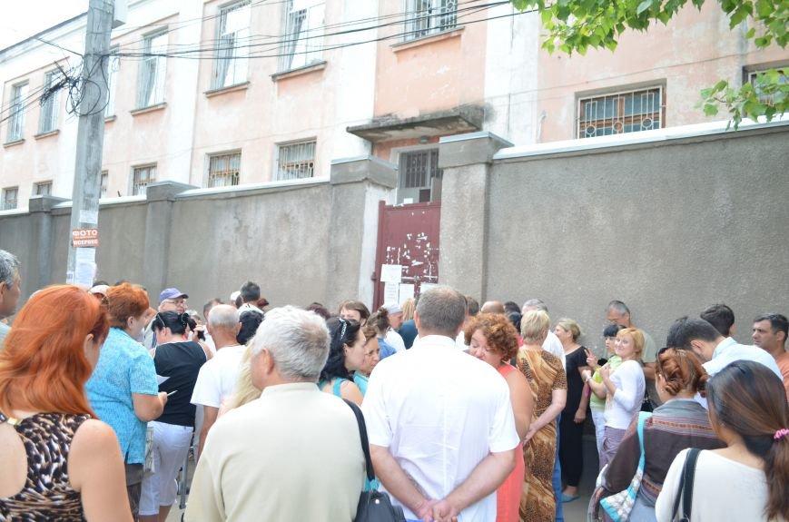 Крымчане месяцами выстаивают очереди в ожидании паспорта РФ: Не могут доказать, что они - русские (ФОТО, ВИДЕО), фото-2