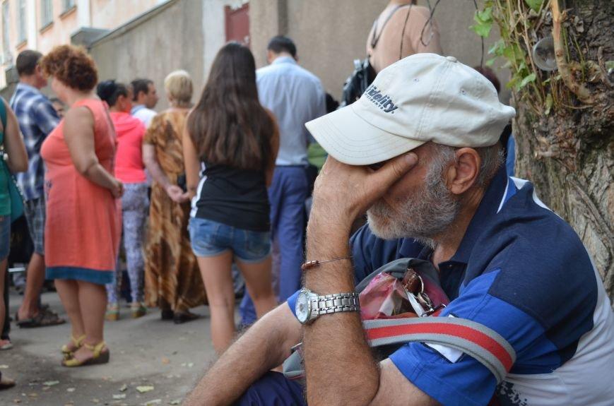 Крымчане месяцами выстаивают очереди в ожидании паспорта РФ: Не могут доказать, что они - русские (ФОТО, ВИДЕО), фото-8