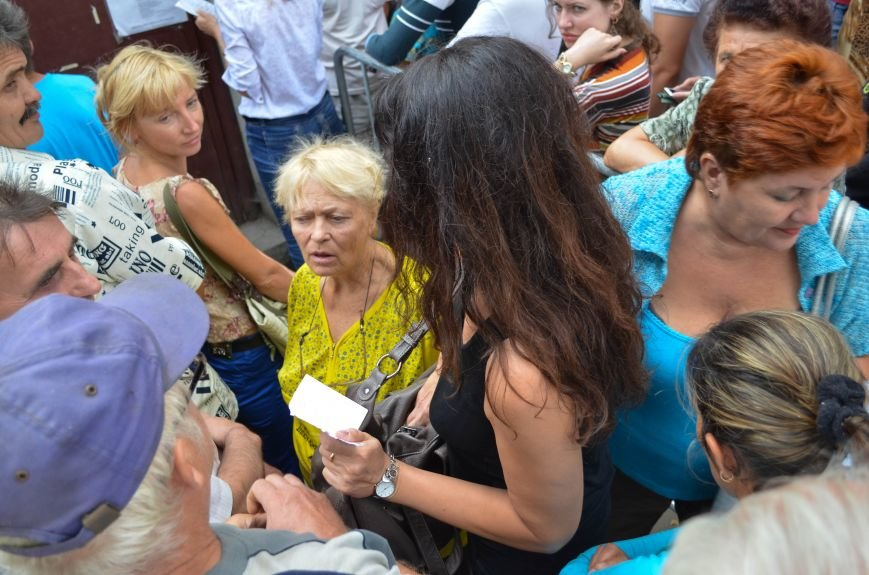 Крымчане месяцами выстаивают очереди в ожидании паспорта РФ: Не могут доказать, что они - русские (ФОТО, ВИДЕО), фото-6