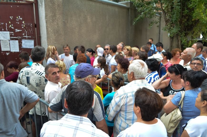 Крымчане месяцами выстаивают очереди в ожидании паспорта РФ: Не могут доказать, что они - русские (ФОТО, ВИДЕО), фото-7