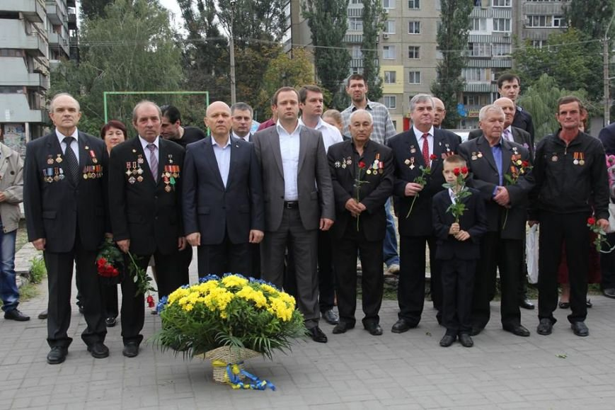 В Днепропетровске у памятника героям Чернобыля провели митинг-реквием (ФОТОРЕПОРТАЖ), фото-16