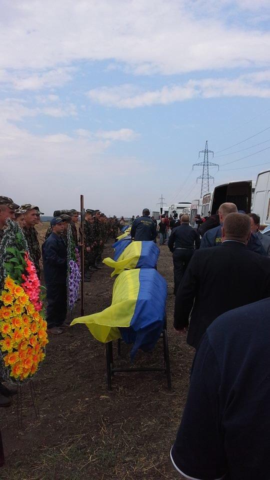 Могила неизвестного солдата: В Днепропетровске на «Аллее героев АТО» похоронили 11 неопознанных воинов (ФОТО), фото-6