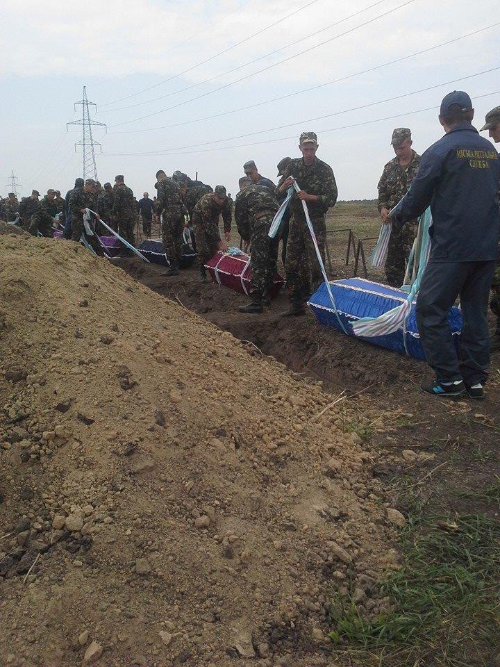 Могила неизвестного солдата: В Днепропетровске на «Аллее героев АТО» похоронили 11 неопознанных воинов (ФОТО), фото-7