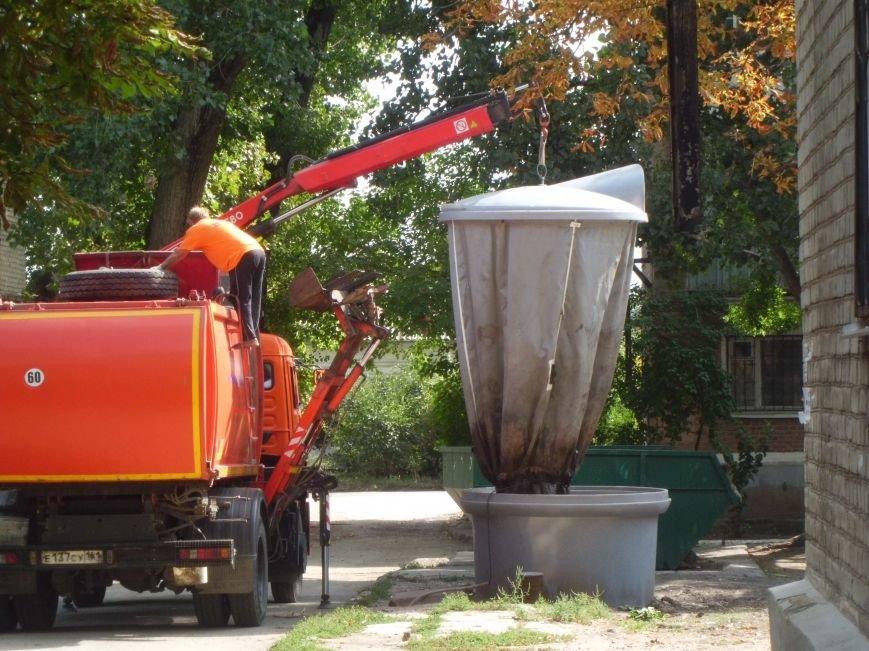 Контейнеры для пищевых отходов попали в немилость к нерадивым таганрожцам, фото-1