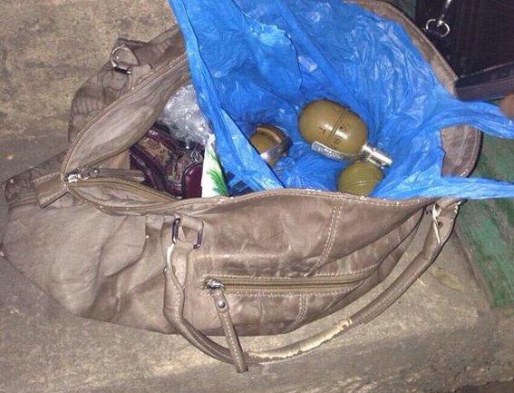 В Днепропетровске задержали 53-летнюю женщину вооруженную 5 гранатами, фото-2