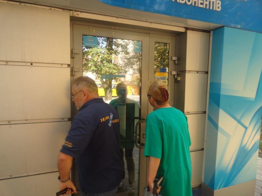 В Мариуполе офис «Киевстар» закрыли чтобы обезопасить клиентов (ФОТО), фото-1