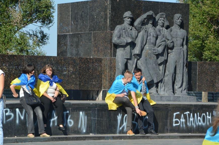 В Мариуполе вышили карту Украины (ФОТОРЕПОРТАЖ), фото-16