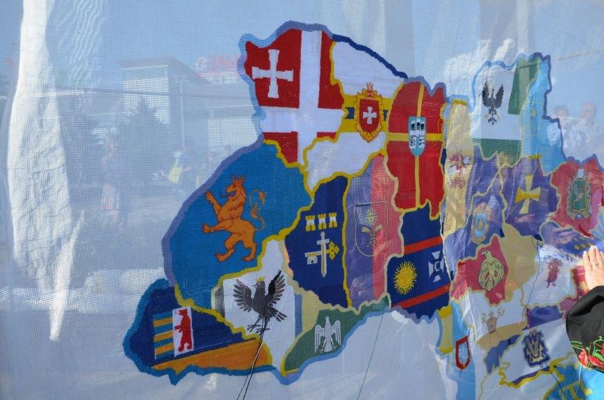 В Мариуполе вышили карту Украины (ФОТОРЕПОРТАЖ), фото-19