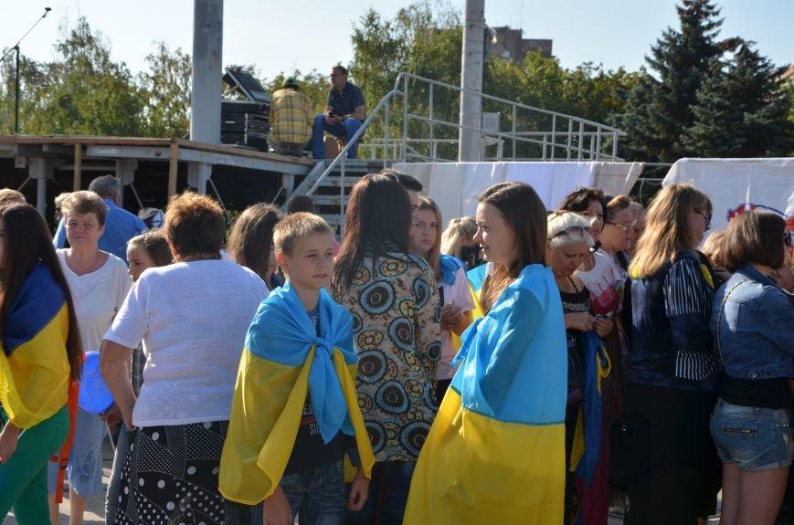 В Мариуполе вышили карту Украины (ФОТОРЕПОРТАЖ), фото-36