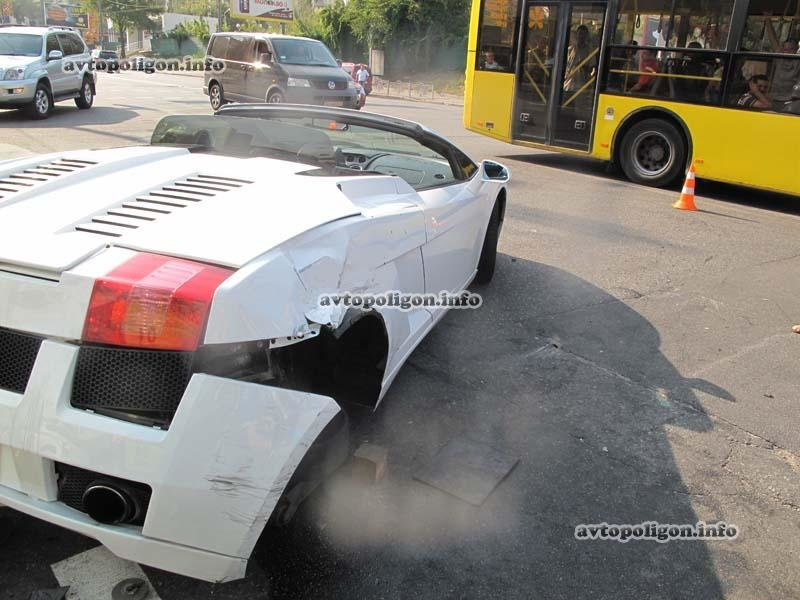 В Киеве в ДТП угодил люксовый спорткар  Lamborghini (ФОТО), фото-7