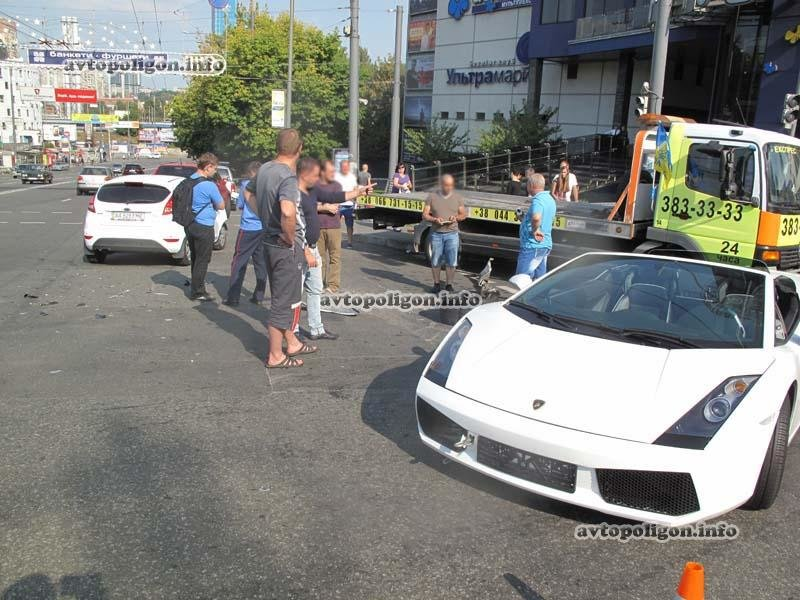 В Киеве в ДТП угодил люксовый спорткар  Lamborghini (ФОТО), фото-8