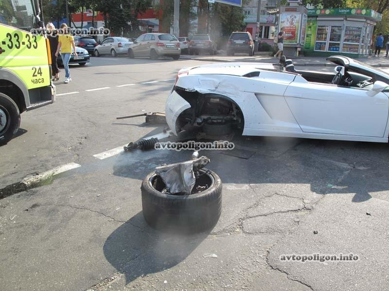 В Киеве в ДТП угодил люксовый спорткар  Lamborghini (ФОТО), фото-3